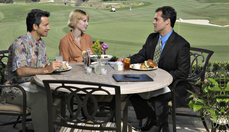 The Oaks Club at Valencia Patio Dining